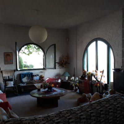 Πωλείται 3όροφη πολυκατοικία, τιμή 170.000 ευρώ.
