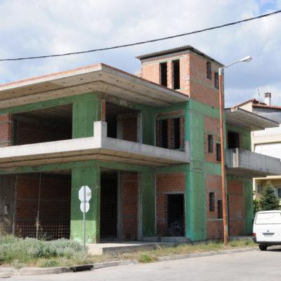Πωλείται κτίριο διώροφο με υπόγειο 300τ.μ, στην Λαμία.