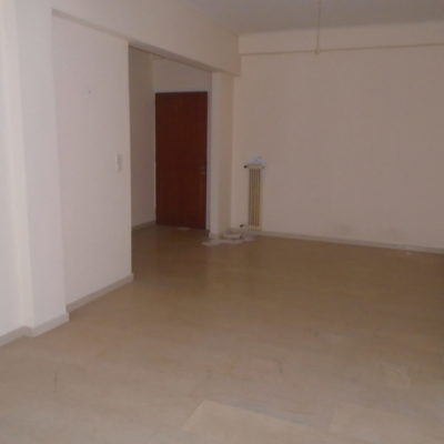 Πωλείται διαμέρισμα, πλησίον κέντρου.
