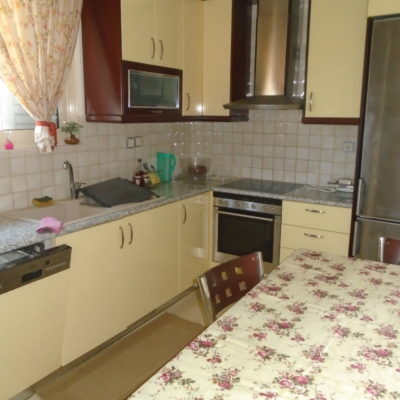 Ενοικιάζεται επιπλωμένο τεσσάρι διαμέρισμα, στα Γαλανέικα.