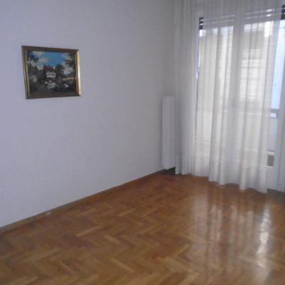 Ενοικιάζεται δυάρι διαμέρισμα, στο κέντρο της πόλης.