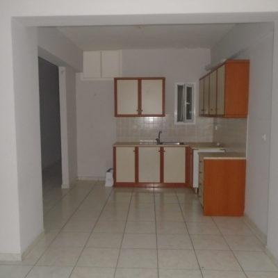 Πωλείται τριάρι διαμέρισμα, στο κέντρο της πόλης.