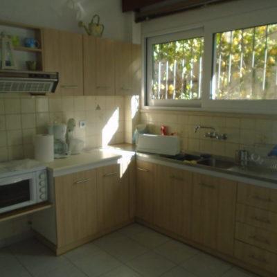 Ενοικιάζεται υπερυψωμένο ισόγειο διαμέρισμα, πλησίον οδού Κύπρου.