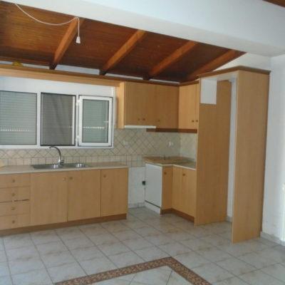 Ενοικιάζεται ρετιρέ τριάρι διαμέρισμα, πλησίον Σ.Σ Λειανοκλαδίου.