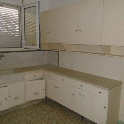 Πωλείται τεσσάρι διαμέρισμα, επί της οδού Κύπρου.