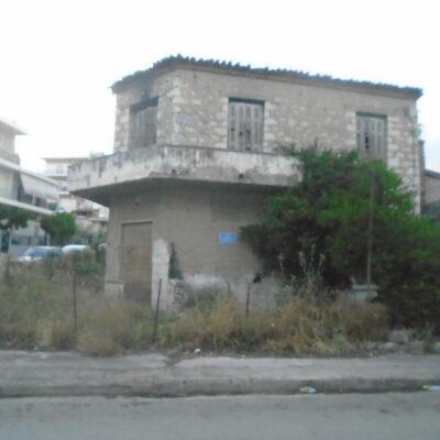 Πωλείται γωνιακή, παλαιά, πέτρινη μονοκατοικία, πλησίον οδού Κύπρου.