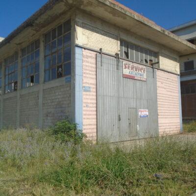Πωλείται επαγγελματικός χώρος, πλησίον Jumbo.