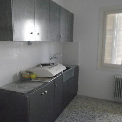 Ενοικιάζεται τριάρι διαμέρισμα, πλησίον οδού Κύπρου.