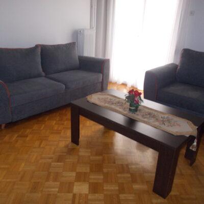 Ενοικιάζεται επιπλωμένο τριάρι διαμέρισμα, στο κέντρο της πόλης.