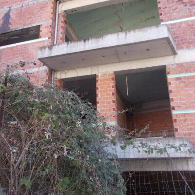 Πωλείται ημιτελές κτίριο, πλησίον στρατοπέδου (περιοχή Παγράτι).